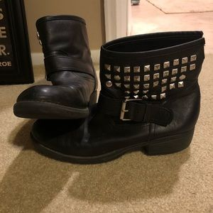 Steve Madden Black Ankle Outtlaww Booties (Size 8)